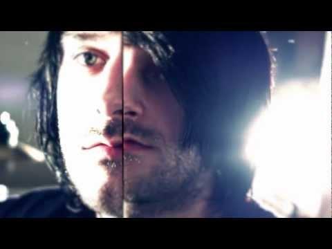 Pistol cu capse - Ea crede (unplugged version) feat. Bogdan (Chester)