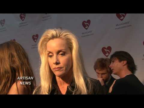 CHERIE CURRIE TALKS RUNAWAYS AND DAKOTA FANNING