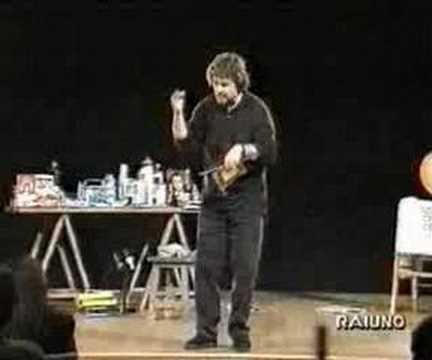 Beppe Grillo – Le macchine,il lavoro e i rifiuti inutili.