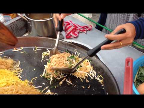 Shrimp noodle stir fry, Bangkok – Thailand (Khao San Road) street food