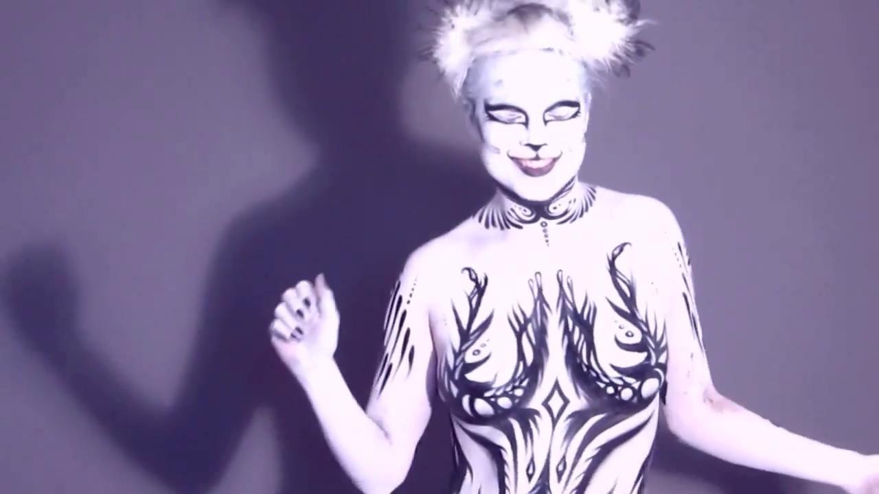 nude lady bodybuilder ingym