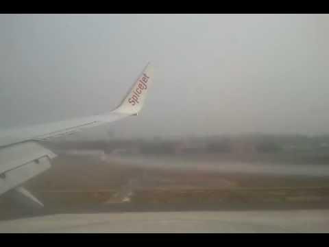 Spicejet SG116 Boeing 737-800 Heavy fog landing at New Delhi