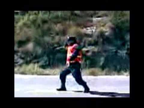 Castigan a siete policías argentinos por filmarse bailando y subir los vídeos a Youtube