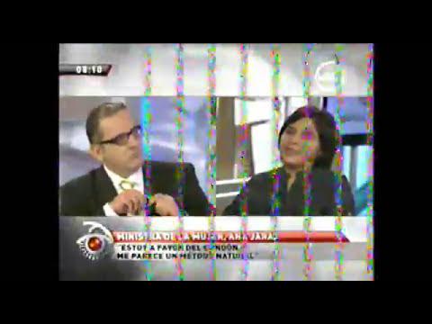 Ministra  de la Mujer Ana Jara compartiendo su fe a Beto Ortiz - 2
