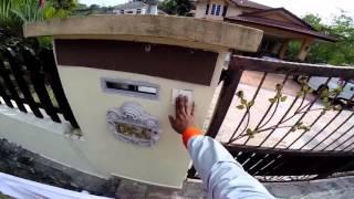 How Postman Do Their Job (Postlaju UPS DHL)
