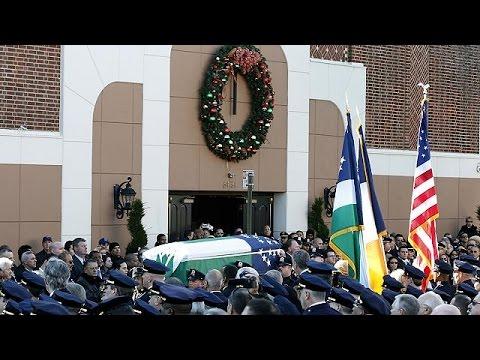 شرطيون بالآف يشيعون جثمان زميل لهم في نيويورك