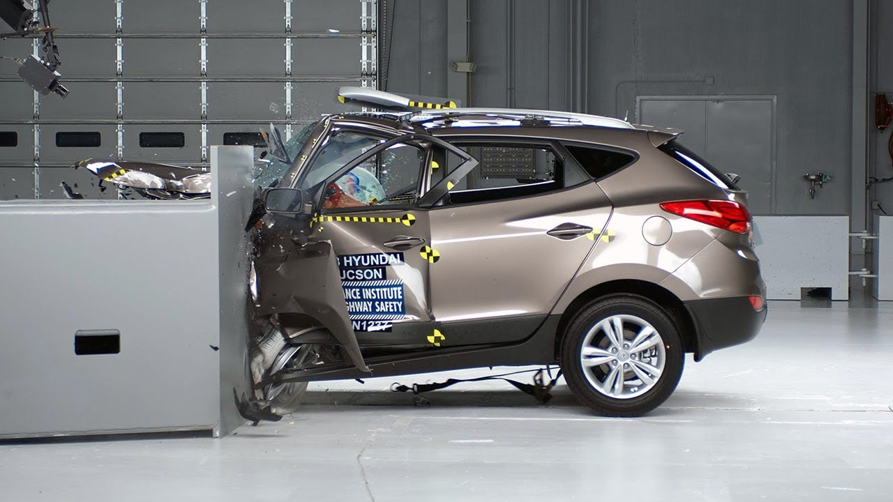 hyundai tucson small overlap iihs crash test youtube