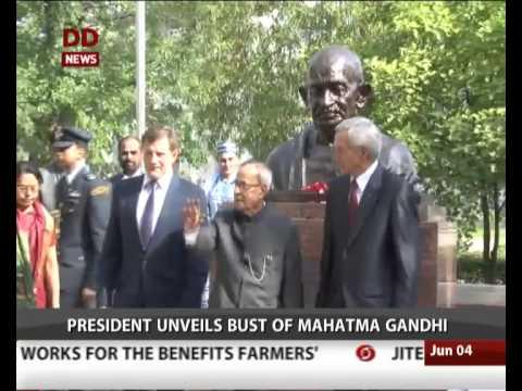 Prez Pranab Mukherjee unveils bust of Mahatma Gandhi at Belarusian State University in Minsk