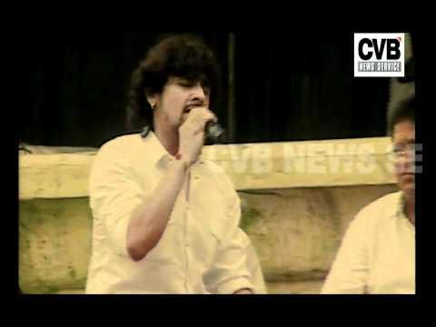 Sonu Nigam Reaches Ramlila Maidan To Support Anna Hazare video