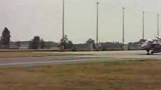 Gripens taxiing