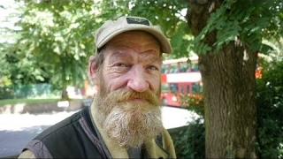 Video: Tony, London, was a caregiver then evicted, has 'gotten used to' being homeless after 25 years - Invisible People