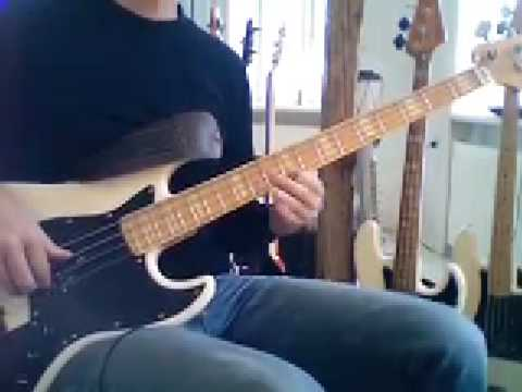 L15 Pentatonic scale bass melody in A major