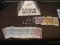 Para escapar da polícia, homem tenta engolir as drogas