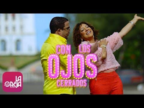 """Milly Quezada, Hector Acosta """"El Torito"""" - Con Los Ojos Cerrados (Video Oficial)"""