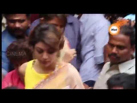 Actress KAJAL Agarwal pressed by Chennai Fans crowd thumbnail