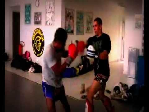 CHUTE BOXE CONDITIONING ROUTINES AND BACKGROUND FIGHTING