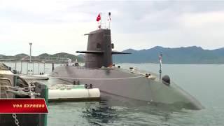 Tàu ngầm Nhật tập trận ở Biển Đông, thăm Việt Nam (VOA)