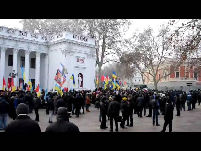 Беркут зверски издевается над протестантами в Киеве.