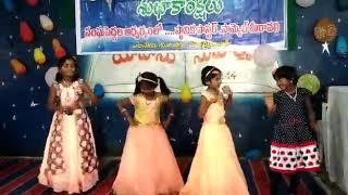 Vithanalu mutakatti edlabandi meeda petti - Blessy & Mercy - Christmas 2018 dance performance