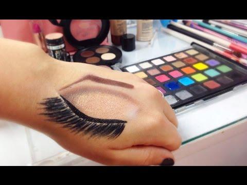 Croqui de maquiagem na mão
