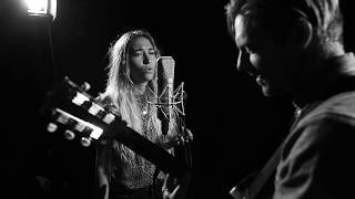 Download Lagu I Won't Let You Go Feat. Lauren Daigle (LIVE) Gratis STAFABAND