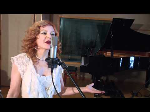 LUCIA MENEZES -