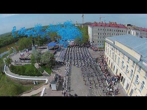 В Оренбурге станцевали Вальс Победы. Массовый танец на Беловке и Советской