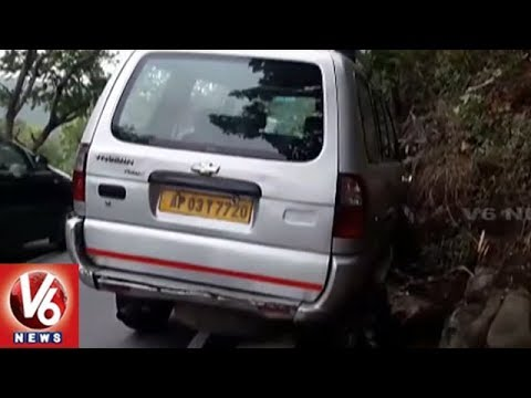 Tavera Vehicle Hits Divider At Tirumala Ghat Road | Travelers Injured | V6 News