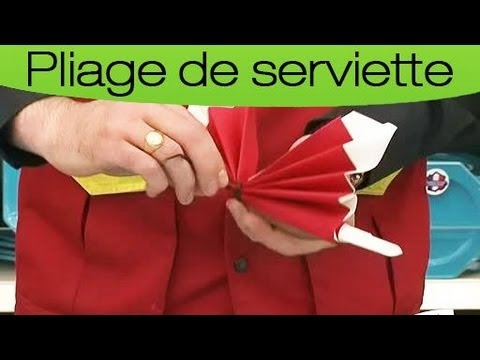Comment plier une serviette en forme de papillon youtube for Nappe et serviettes de table