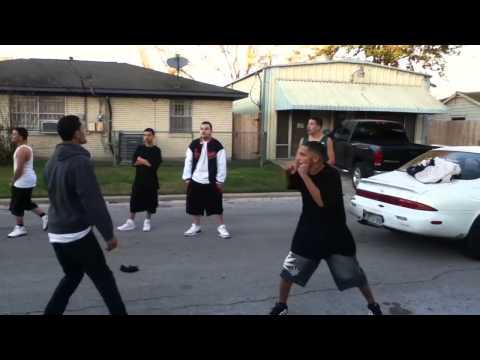 Nigga Run Up!! Gang Nigga Scared To Fight!! video