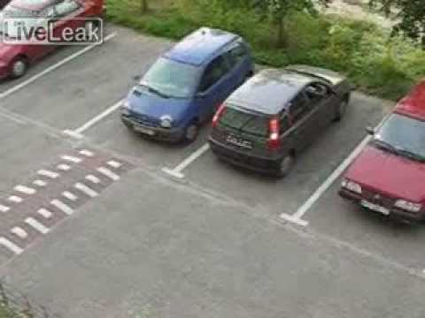 How To Bay Park Between Two Cars