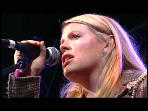 Natalie Maines ft. Bruce Robison & Kelly Willis - Travelin Soldier...