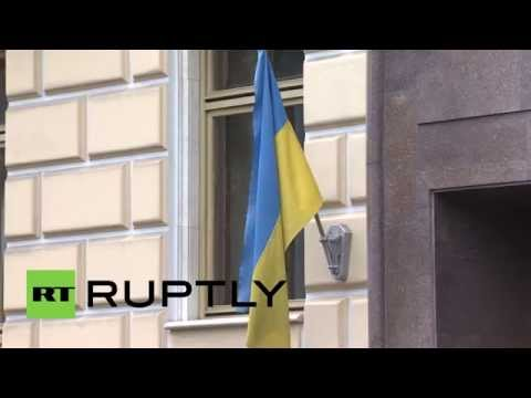 Russia: Ukrainians vote at embassy in Moscow