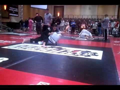 Standing / Flying Gogoplata to Omoplata to Triangle Choke Image 1