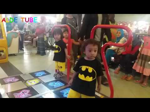 Naik Kereta Api Tut Tut Tut Naik Komedi Putar Kuda - Fun Indoor Playground for Kids