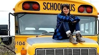Young traveller turns school bus into RV for epic road trip