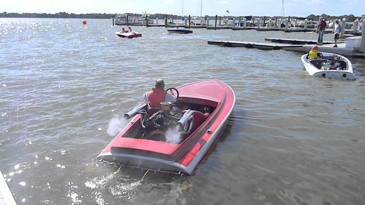 V8 powered flat bottom classic race boat. Nice and loud. - YouTube