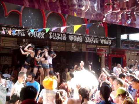Soi Cowboy Bangkok Songkran 2010 – Suzi Wong Wet Dancing Girls