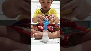 make a ballon with vinegar and baking soda