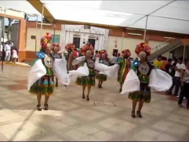 Anacas Luceros de Pomabamba presente en el II pasacalle en Lima.wmv