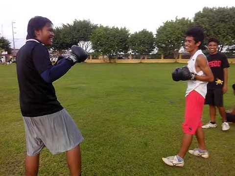 U9600 Ken Ken Doy vs Bryan Boxing At Field Hahaha!!