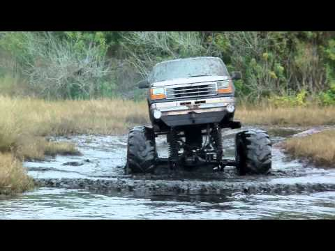 7 Lakes New Years 2013 Mud Bogging 4x4 Trucks with MuddFreak