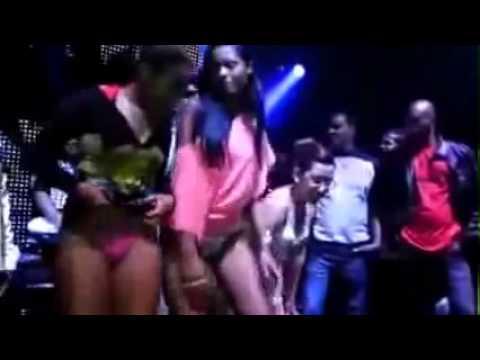 Calcinha escapando vestidinho sainha funk vulgar show do catra