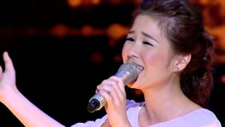 A female singing a Japanese song during The Voice Thailand - Kimi Ga Ireba Sorede Ii