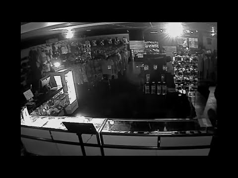 Raw: Thieves Steal Over 30 Guns in Tennessee
