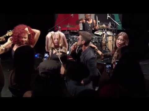 Robin Thicke - blurred Lines Featuring Jenna Marbles Live From Interscope Introducing video