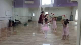 ochi belajar balet di Belle Ballet School