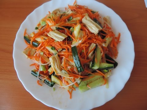 Постный салат со спаржей и гороховой лапшой.