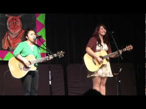 Maxine and Roxi - Medley of 6 Hmong Classics