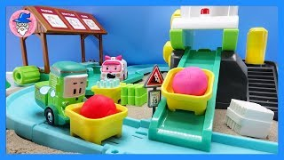 ROBOCAR POLI Cleany Recycle Garage Play Set. Don't get sick~The loaders toy do the work.